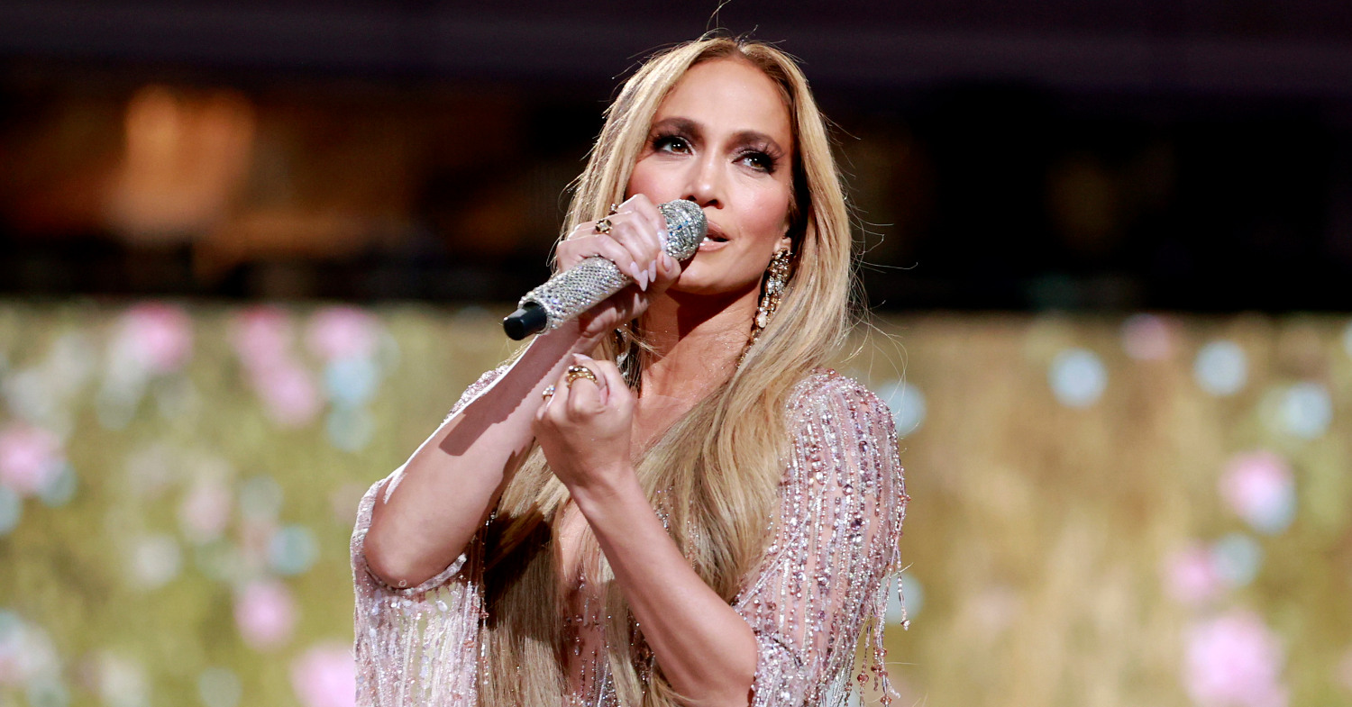 Photo of Jennifer Lopez, one of the celebrities to take part in the vegan challenge, performing live.