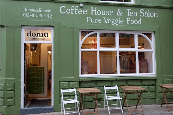 The Smiths Bass Player Transforms Pub Into a Vegetarian Cafe