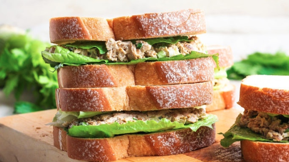 """Make This Vegan """"Chicken"""" Salad Sandwich for Your Next Picnic"""