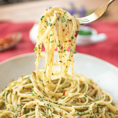 Simple and Satisfying Vegan Spaghetti With Garlic and Olive Oil