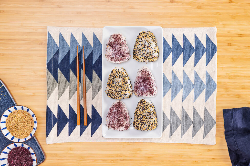 How to Make Japanese Rice Balls With Sesame and Red Bean Filling
